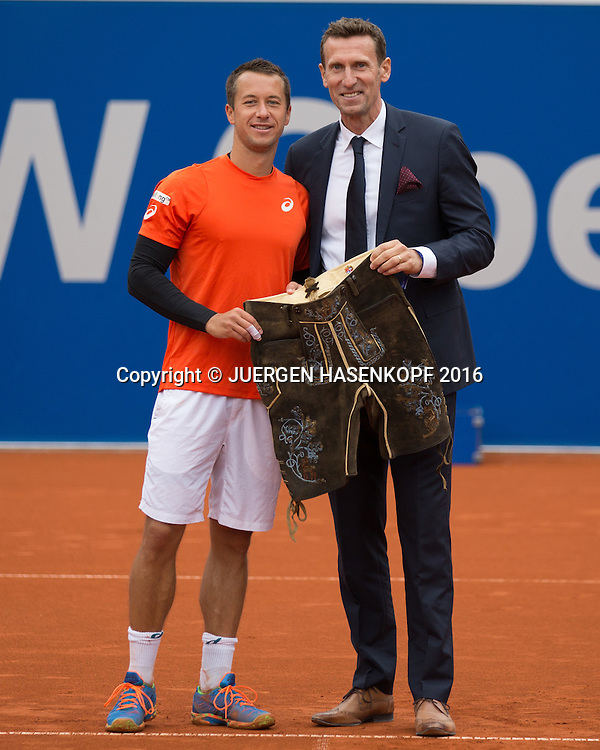 Turnier Direktor Patrik Kuehnen ueberreicht dem Sieger Philipp Kohlschreiber die Lederhose, Endspiel, Final<br /> <br /> Tennis - BMW Open2016 -  ATP  -  MTTC Iphitos - Munich - Bavaria - Germany  - 1 May 2016.