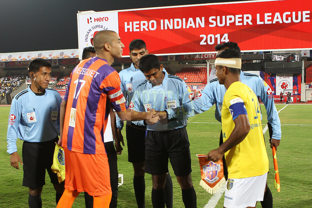 FC Pune City captain David Trezeguet and Mehtab Hossain of Kerala Blasters FC at the toss during match 17 of the Hero Indian Super League between FC Pune City<br /> and Kerala Blasters FC held at the Shree Shiv Chhatrapati Sports Complex Stadium, Pune, India on the 30th October 2014.<br /> <br /> Photo by:  Ron Gaunt/ ISL/ SPORTZPICS