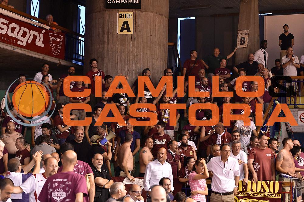 DESCRIZIONE : Reggio Emilia Lega A 2014-15 Semifinale Gara 6 Grissin Bon Reggio Emilia - Umana Venezia <br /> GIOCATORE :  <br /> CATEGORIA : tifosi pubblico<br /> SQUADRA : Umana Venezia <br /> EVENTO : Campionato Lega A 2014-2015 <br /> GARA : Semifinale Gara 6 Grissin Bon Reggio Emilia - Umana Venezia<br /> DATA : 09/06/2015<br /> SPORT : Pallacanestro <br /> AUTORE : Agenzia Ciamillo-Castoria/GiulioCiamillo<br /> Galleria : Lega Basket A 2014-2015  <br /> Fotonotizia : Reggio Emilia Lega A 2014-15 Semifinale Gara 6 Grissin Bon Reggio Emilia - Umana Venezia