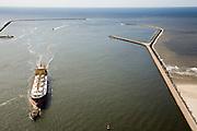 Nederland, Noord-Holland, IJmuiden, 16-04-2008; ingang van het Noordzee kanaal en buitenhaven IJmuiden; het schip in de havenmonding wordt begeleid door sleepboten; het schip is de Maria A geregistreerd in Panorama, een bulk carrier; sleepboot, bulkcarrier; loods, zeesleper, vrachtschip, pier, havenhoofd, havendam..luchtfoto (toeslag); aerial photo (additional fee required); .foto Siebe Swart / photo Siebe Swart