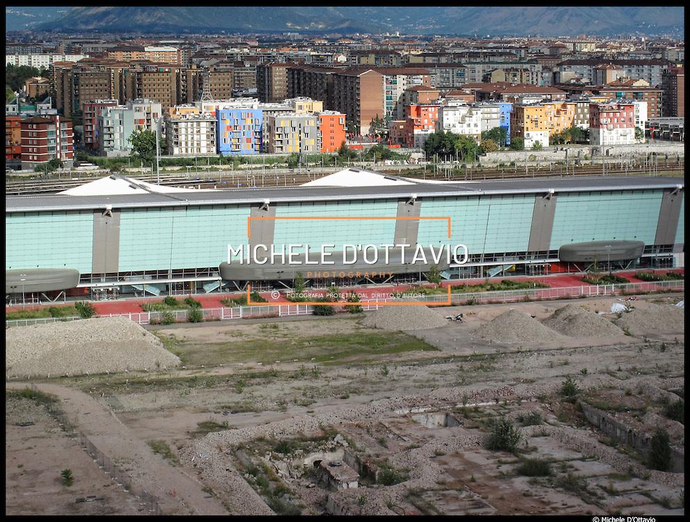 L'Oval - la nuova struttura polivalente coperta - sorge nell'area tra il Lingotto e il Villaggio Olimpico di Torino. Oggi è destinato prevalentemente per un uso fieristico e congressuale. Al suo interno si sono svolte le gare di Pattinaggio di Velocità.