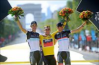 Sykkel<br /> Tour de France <br /> 24.07.2011<br /> Foto: PhotoNews/Digitalsport<br /> NORWAY ONLY<br /> <br /> 21th stage / Creteil - Paris Champs-Elysees<br /> <br /> EVANS Cadel (BMC RACING TEAM - AUS) - SCHLECK Andy (TEAM LEOPARD-TREK - LUX) - SCHLECK Frank (TEAM LEOPARD-TREK - LUX)