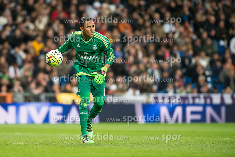 20.03.2016, Estadio Santiago Bernabeu, Madrid, ESP, Primera Division, Real Madrid vs Sevilla FC, 30. Runde, im Bild Real Madrid's Keylor Navas and Sevilla FC's // during the Spanish Primera Division 30th round match between Real Madrid and Sevilla FC at the Estadio Santiago Bernabeu in Madrid, Spain on 2016/03/20. EXPA Pictures &copy; 2016, PhotoCredit: EXPA/ Alterphotos/ Borja B.Hojas<br /> <br /> *****ATTENTION - OUT of ESP, SUI*****