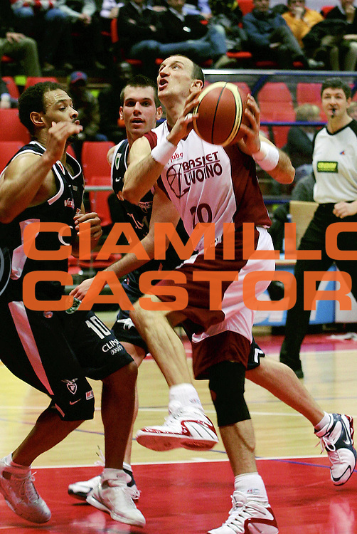 DESCRIZIONE : Livorno Lega A1 2005-06 Basket Livorno Climamio Fortitudo Bologna<br /> GIOCATORE : Abbio<br /> SQUADRA : Basket Livorno<br /> EVENTO : Campionato Lega A1 2005-2006<br /> GARA : Basket Livorno Climamio Fortitudo Bologna<br /> DATA : 26/02/2006<br /> CATEGORIA : Tiro<br /> SPORT : Pallacanestro<br /> AUTORE : Agenzia Ciamillo-Castoria/Stefano D'Errico