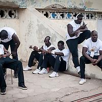 11/06/2013. Stade Iba Mar Diop, Dakar, Senegal. Les joueurs de l'équipe de rugby du Senegal se concentrent au stade Iba Mar Diop avant de disputer la demi-finale de la Coupe d'Afrique des Nations B contre la Namibie. ©Sylvain Cherkaoui
