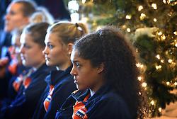 28-12-2015 NED: Teamfoto Nederlands Volleybalteam vrouwen, Arnhem<br /> Persconferentie Nederlands volleybalteam vrouwen met het oog op het Olympisch Kwalificatie toernooi en presentatie nieuwe hoofdsponsor / Celeste Plak #4