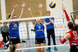 20170430 NED: Eredivisie, VC Sneek - Sliedrecht Sport: Sneek<br />Carlijn Ghijssen - Jans (10) of Sliedrecht Sport, Esther van Berkel (9) of Sliedrecht Sport <br />&copy;2017-FotoHoogendoorn.nl / Pim Waslander