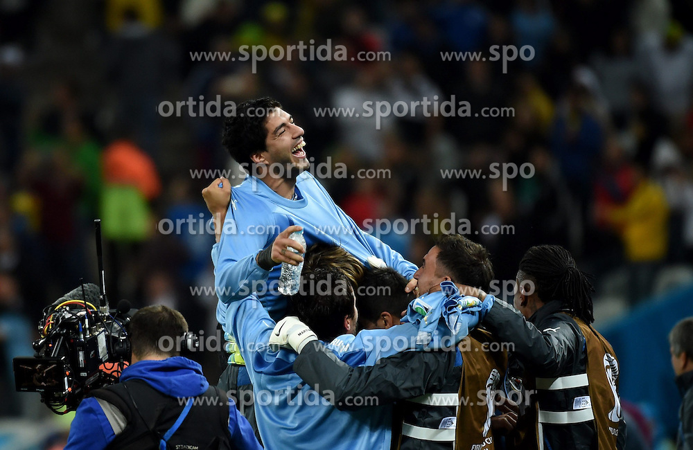 19.06.2014, Arena de Sao Paulo, Sao Paulo, BRA, FIFA WM, Uruguay vs England, Gruppe D, im Bild Uruguay's Luis Suarez celebrate for the victory // during Group D match between Uruguay and England of the FIFA Worldcup Brasil 2014 at the Arena de Sao Paulo in Sao Paulo, Brazil on 2014/06/19. EXPA Pictures &copy; 2014, PhotoCredit: EXPA/ Photoshot/ Li Ga<br /> <br /> *****ATTENTION - for AUT, SLO, CRO, SRB, BIH, MAZ only*****