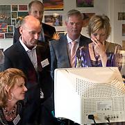 NLD/Apeldoorn/20080313 - Prinses Laurentien leest voor bij Visio Apeldoorn met slechtziende en blinden deelnemers de leesmarathon,