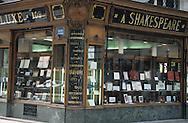 France. Paris. 8th district. Vendel Graveur ´ A Shakespeare  109, bd haussmann, 75008 . old shop  / Boutique ancienne. Vendel Graveur ´ A Shakespeare