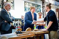 HENGELO - King Willem-Alexander arrives at C.T. Stork College. The combined vmbo school of Scholengroep Carmel Hengelo and Public Schools Community Hengelo joins forces in the field of vocational education. The king visited Hengelo in the context of 150 years of Techniekstad.copyrught robin utrecht