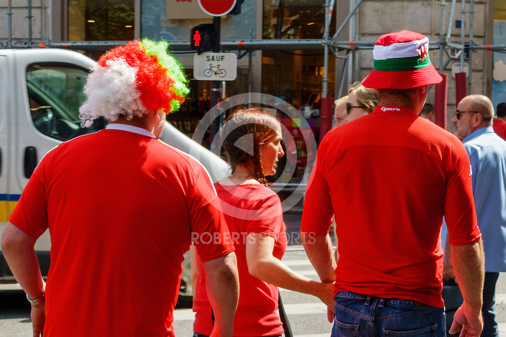 Wales and Russia supporters before the WALES v RUSSIA game at UEFA EURO 2016 in Toulouse, 20 June 2016. (c) Paul J Roberts / Sportpix.org.uk