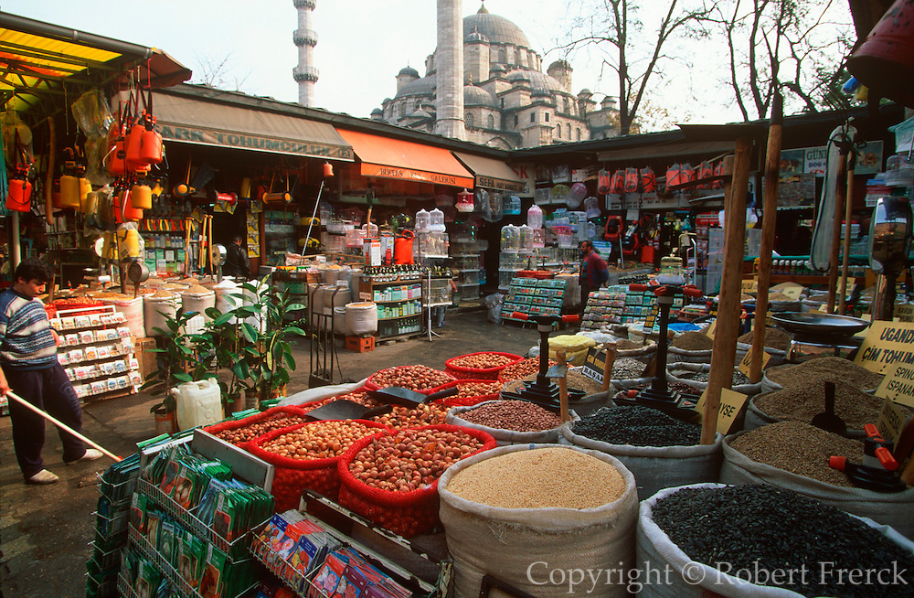 TURKEY, ISTANBUL Egyptian (Spice) market in the Yeni Mosque complex; this is the city's main market for flowers, seed and songbirds