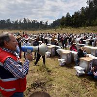 Temascaltepec, México.- (Marzo 09, 2018).- Jorge Forastieri Muñoz, Delegado Estatal de Cruz Roja Mexicana encabezó la entrega de ayuda humanitaria, despensas, colchones, cobijas y estufas a más de 800 familias de comunidades de la zona serrana de los municipios de Valle de Bravo y Temascaltepec. Agencia MVT / Especial Cruz Roja.