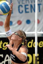 01-06-2006 VOLLEYBAL: TRAINING DAMES BEACHVOLLEYBAL TEAMS: WERKENDAM <br />