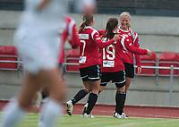 Fotball<br /> 2. Jubi 2012<br /> Toppserien<br /> Arna Stadion , Bergen<br /> Arna-Bjørnar v Amazon Grimstad 3 - 1<br /> Caroline Walde (R) , sendte avgårde en perfekt corner som via ett motstander hode gikk rett i krysset. Her blir hun gratulert av Kristine Hegland (3R) og Hege Hansen (2R) , Arna-Bjørnar<br /> Foto: Astrid M. Nordhaug