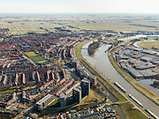 Nederland, Zuid-Holland, Gouda, 20-02-2012; Gouwekanaal met Julianasluis richting Hollandsche IJssel. Molen de Mallemolen en de wijk Kort Akkeren, rechts bedrijventerrein Gouwestroom (Gouwe stroom).View on city of Gouda, mill (m, bottom ) and the Gouwekanaal (canal).luchtfoto (toeslag), aerial photo (additional fee required).copyright foto/photo Siebe Swart