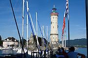 Leuchtturm und Löwe im Hafen von Lindau, Bodensee, Bayern, Deutschland