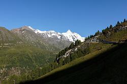 THEMENBILD - Panoramablick der Grossglockner Hochalpenstrasse mit dem Grossglockner. Sie verbindet die beiden Bundeslaender Salzburg und Kaernten mit einer Laenge von 48 Kilometer und ist als Erlebnisstrasse vorrangig von touristischer Bedeutung, aufgenommen am 31. Juli 2015, Fusch, Oesterreich // Panoramic View, The Grossglockner High Alpine Road connects the two provinces of Salzburg and Carinthia with a length of 48 km and is as an adventure road priority of tourist interest at Fusch, Austria on 2015/07/31. EXPA Pictures © 2015, PhotoCredit: EXPA/ JFK