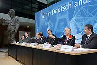 """14 FEB 2002, BERLIN/GERMANY:<br /> Franz Muentefering, SPD Generalsekretaer, Harald Ringstorff, SPD, MP Mecklenb.-Vorpommern, Reinhard Hoeppner, SPD, MP Sachen-Anhalt, Matthias Platzeck, SPD, OB Potsdam, Manfred Stolpe, SPD, MP Brandenburg, und Klaus Wowereit, SPD, Reg. Buergermeister Berlin, (v.L.n.R.), waehrend einer Pressekonferenz zur Vorstellung des Leitantrages """"Richtung Zukunft - Unsere Politik fuer Ostdeutschland"""", Willy-Brandt-Haus<br /> IMAGE: 20020214-01-026<br /> KEYWORDS: Franz Müntefering"""