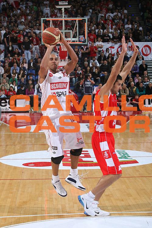 DESCRIZIONE : Pesaro Lega A1 2007-08 Scavolini Spar Pesaro Armani Jeans Milano <br /> GIOCATORE : Carlton Myers<br /> SQUADRA : Scavolini Spar Pesaro <br /> EVENTO : Campionato Lega A1 2007-2008 <br /> GARA : Scavolini Spar Pesaro Armani Jeans Milano <br /> DATA : 14/10/2007 <br /> CATEGORIA : Tiro<br /> SPORT : Pallacanestro <br /> AUTORE : Agenzia Ciamillo-Castoria/M.Marchi