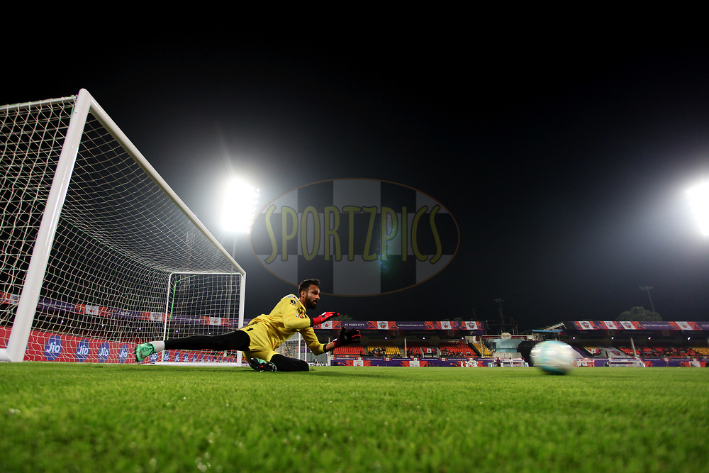Amrinder Singh of Mumbai City FC practise before the start of the match 11 of the Hero Indian Super League between FC Pune City and Mumbai City FC  held at the Shree Shiv Chhatrapati Sports Complex Stadium, Pune, India on the 29th November 2017<br /> <br /> Photo by: Vipin Pawar  / ISL / SPORTZPICS