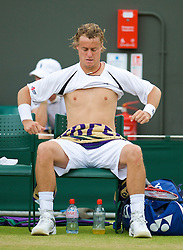 LONDON, ENGLAND - Monday, June 29, 2009: Lleyton Hewitt (AUS) changes his shirt during the Gentlemen's Singles 4th Round match on day seven of the Wimbledon Lawn Tennis Championships at the All England Lawn Tennis and Croquet Club. (Pic by David Rawcliffe/Propaganda)