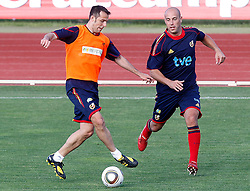 10.06.2010, Sportanlage, Potchefstroom, RSA, FIFA WM 2010, Training Spanien im Bild Spain's Carlos Marchena (l) and Pepe Reina, EXPA Pictures © 2010, PhotoCredit: EXPA/ Alterphotos/ Acero / SPORTIDA PHOTO AGENCY