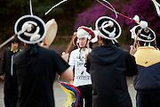 Studenten der Chung-Ang Universitaet in Anseong - ung. 80 Km von Seoul gelegen -  proben auf dem Campus einen traditionllen koreanischen Tanz. <br /> <br /> Students of the Chung-Ang University - located in Anseong about 80 Km from Seoul - are rehearsing a traditional Korean dance on campus.