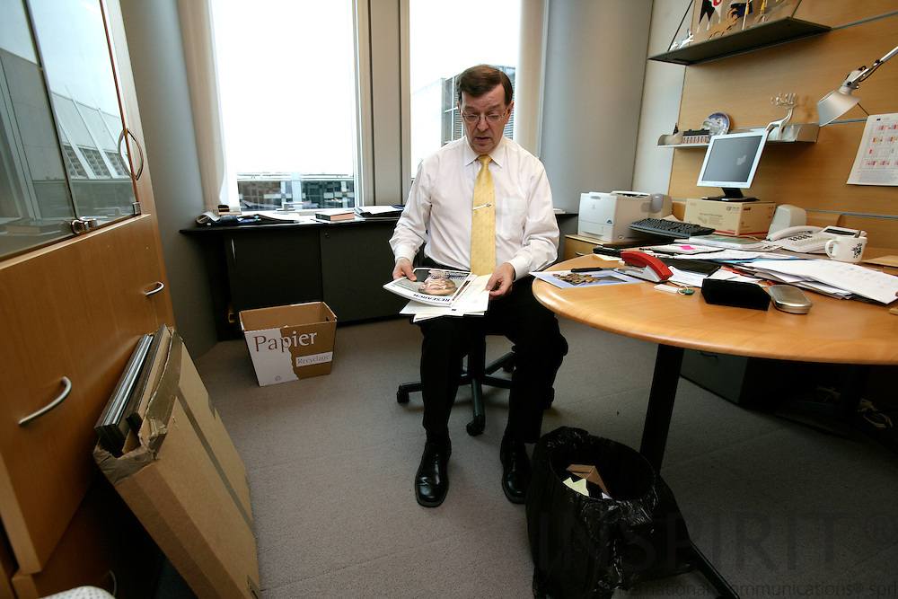 BRUSSELS - BELGIUM - 18 APRIL 2007 -- MEP Paavo VAYRYNEN on his last day in office at the EP cleaning up his office in the morning. Photo: Erik Luntang