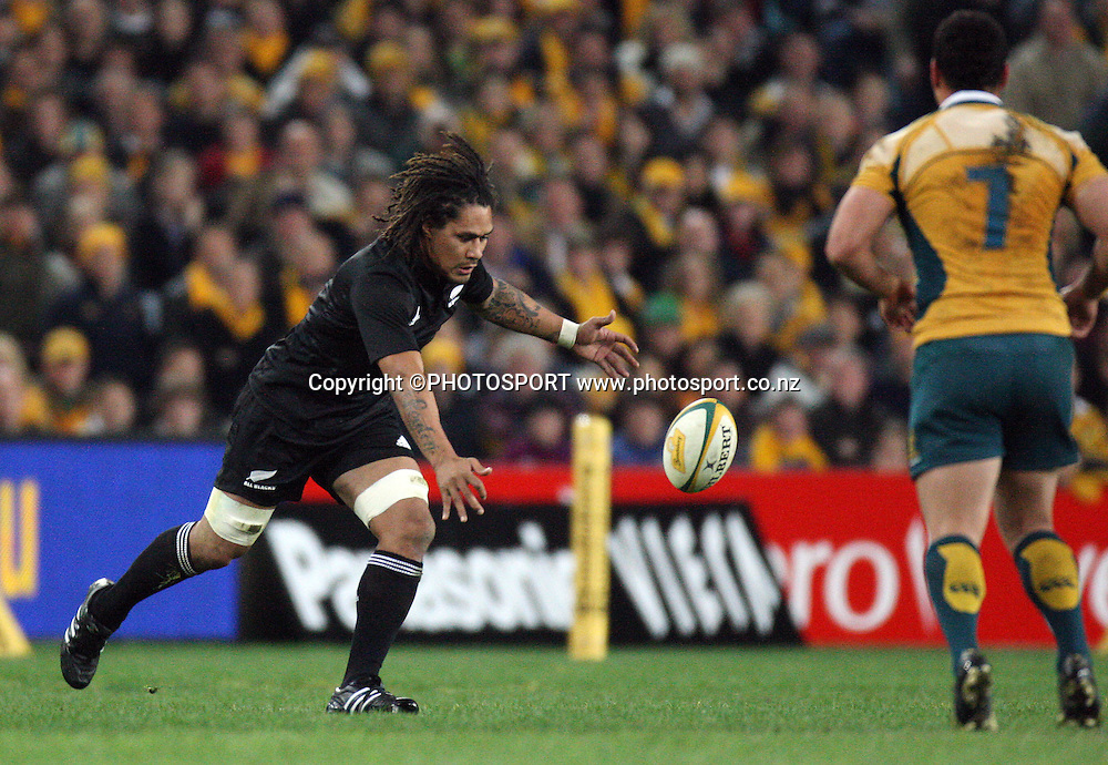 Another dropped ball by All Blacks captain Rodney So'oialo.<br />