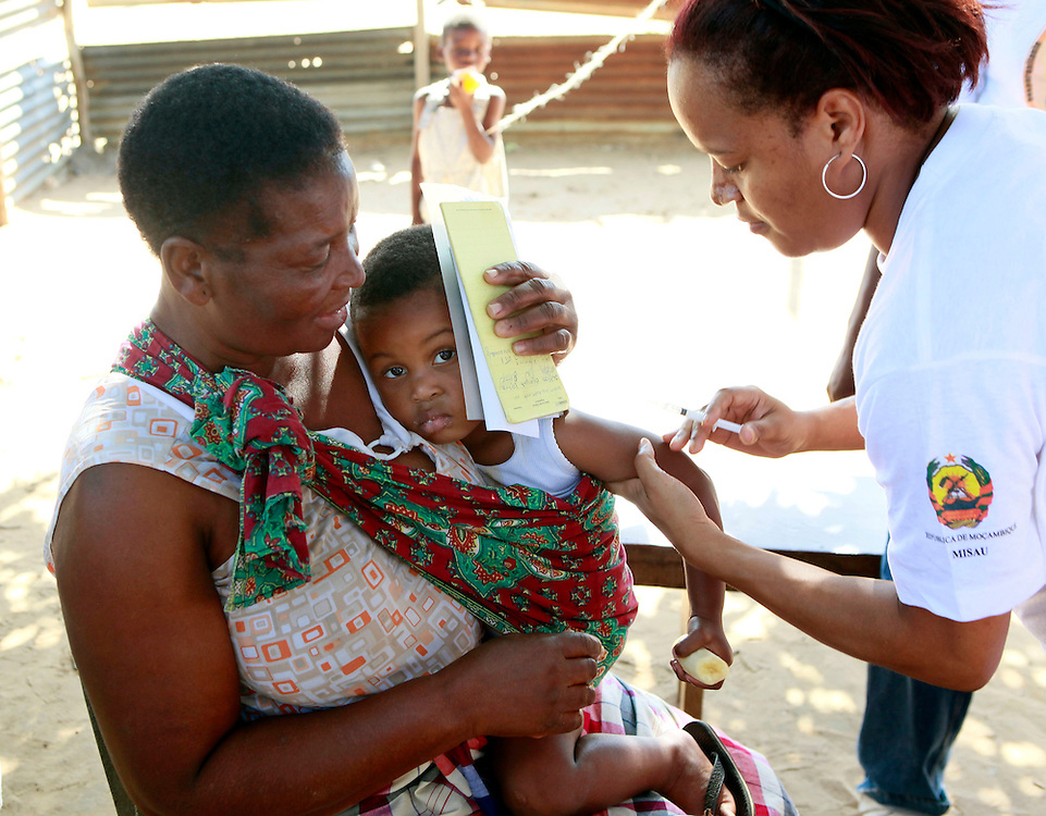 A mother holds her child as a health worker prepares to administer the measles vaccine at the start of the week-long national measles campaign in the Maputo province of Mozambique, Monday, May 23, 2011. The campaign aims to vaccinate 3.6 million children under the age of 5 against measles with the ultimate goal of eliminating the disease from the country. (Stuart Ramson for United Nations Foundation)