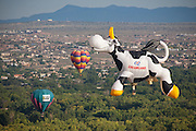 Creamland Dairy Cow. Albuquerque Balloon Fiesta, New Mexico. Mass assencion on Sunday morning at dawn of 500 hot air balloons.
