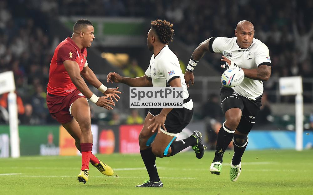 Jonathan Joseph offloads the ball (c) Simon Kimber | SportPix.org.uk