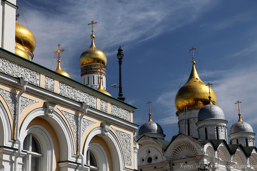 Europe, Russia, Moscow. Cathedral domes of the Kremlin complex.