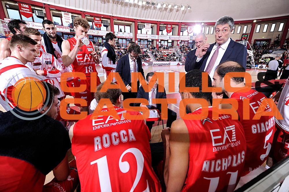 DESCRIZIONE : Teramo Lega A 2011-12 Banca Tercas Teramo EA7 Armani Milano<br /> GIOCATORE : Sergio Scariolo<br /> CATEGORIA : coach time out<br /> SQUADRA : EA7 Armani Milano<br /> EVENTO : Campionato Lega A 2011-2012<br /> GARA : Banca Tercas Teramo EA7 Armani Milano<br /> DATA : 07/01/2012<br /> SPORT : Pallacanestro<br /> AUTORE : Agenzia Ciamillo-Castoria/C.De Massis<br /> Galleria : Lega Basket A 2011-2012<br /> Fotonotizia : Teramo Lega A 2011-12 Banca Tercas Teramo EA7 Armani Milano<br /> Predefinita :