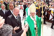 San Giovanni Rotondo 21 Giugno 2009, Visita Pastorale di Sua Santità Papa Benedetto  XVI , Italy San Giovanni Rotondo 21 06 2009, Visit of  Papa Benedetto  XVI in the foto , saluta i fedeli all'arrivo