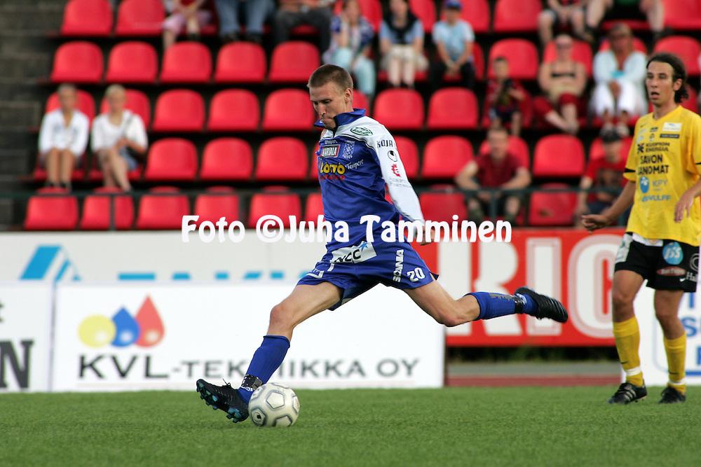 31.07.2005, Ratina, Tampere, Finland..Veikkausliiga 2005 / Finnish League 2005.Tampere United v Kuopion Palloseura.Henri Scheweleff - TamU.©Juha Tamminen.....ARK:k