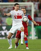 Fotball<br /> 16.06.2012<br /> EM 2012<br /> Polen v Tsjekkia<br /> Foto: Gepa/Digitalsport<br /> NORWAY ONLY<br /> <br /> UEFA Europameisterschaft 2012 in Polen und der Ukraine, Laenderspiel, Gruppenphase, Tschechien vs Polen. <br /> <br /> Bild zeigt Robert Lewandowski (POL) und Michal Kadlec (CZE).