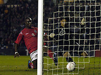 Fotball<br /> Privatlandskamp U 21<br /> England v Holland<br /> 8. februar 2005<br /> Foto: Digitalsport<br /> NORWAY ONLY<br /> Holland's keeper Boy Waterman (R) somehow prevents Carlton Cole from scoring. Cole injured himself as he landed in the goal