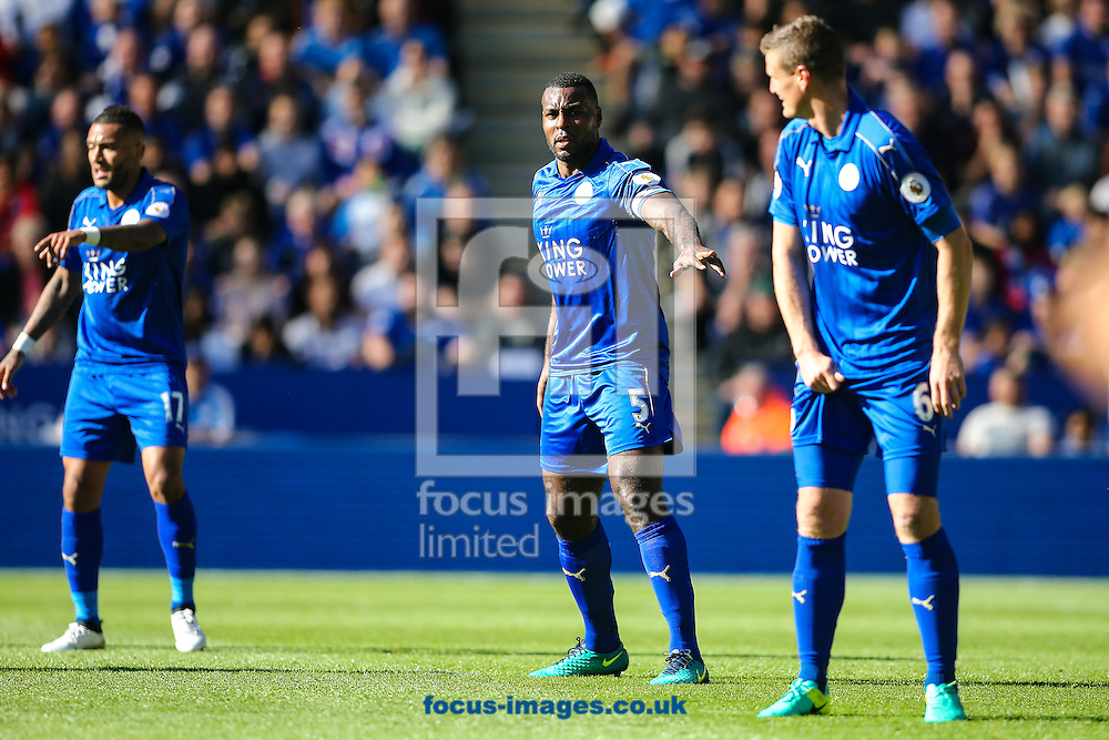 Wes Morgan of Leicester City (centre) organises his defence during the Premier League match at the King Power Stadium, Leicester<br /> Picture by Andy Kearns/Focus Images Ltd 0781 864 4264<br /> 02/10/2016