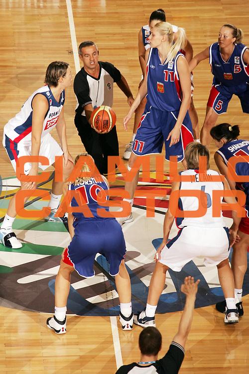 DESCRIZIONE : Ankara Eurobasket Women 2005 Russia-Francia<br /> GIOCATORE : Arbitro Referee<br /> SQUADRA : Referees<br /> EVENTO : Eurobasket Women 2005 Campionati Europei Donne 2005<br /> GARA : Russia Francia Russia France<br /> DATA : 09/09/2005<br /> CATEGORIA :<br /> SPORT : Pallacanestro<br /> AUTORE : Ciamillo&amp;Castoria/Fiba Europe
