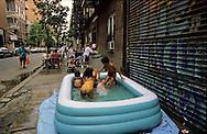 New York. Nolita district.  children's in a swimming pool because of the heat wave  Manhattan, New York  Usa /  le quartier de Nolita, enfant dans une piscine a cause de la chaleur  Manhattan, New York  USa