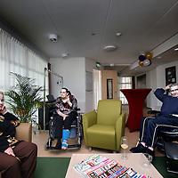 Nederland, Amsterdam , 21 april 2011..Vanmiddag opent de burgemeester de nieuwe locatie De Beusemaecker in Amsterdam Geuzenveld. Het is een kleinschalige woonvoorziening gerealiseerd voor 48 mensen met vroegtijdige dementie. Alle bewoners hebben een eigen kamer en delen een woonkamer en keuken..Op de foto een gemeenschappelijke ruimte of woonkamer..Foto:Jean-Pierre Jans