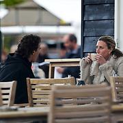 NLD/Laren/20100520 - Joep Sertons, partner en zoon Boas op een terras in Laren NH