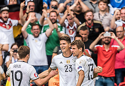 21.06.2016, Parc de Princes, Paris, FRA, UEFA Euro 2016, Nordirland vs Deutschland, Gruppe C, im Bild Torjubel Deutschland, Mario Goetze (GER), Mario Gomez (GER), Thomas Mueller (GER) // Goal Celebration Germany Mario Goetze (GER) Mario Gomez (GER) Thomas Mueller (GER) during Group C match between Nothern Ireland and Germany of the UEFA EURO 2016 France at the Parc de Princes in Paris, France on 2016/06/21. EXPA Pictures © 2016, PhotoCredit: EXPA/ JFK
