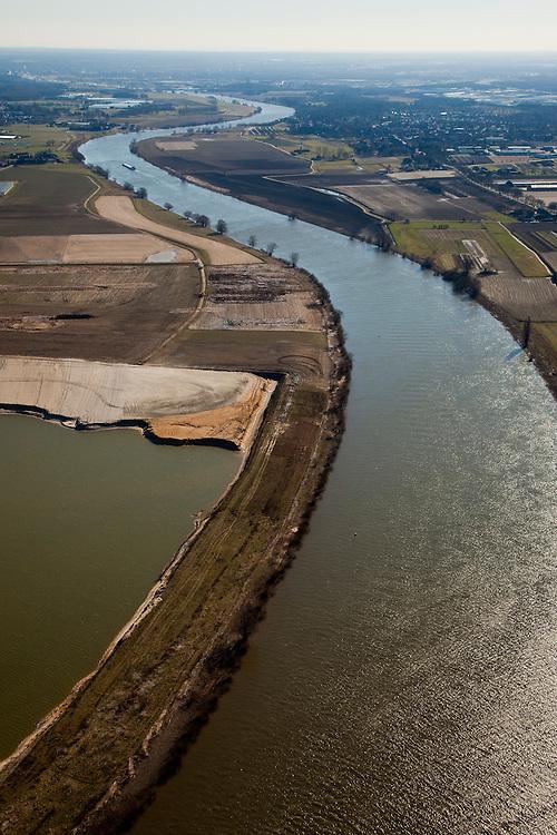 Nederland, Limburg, Gemeente Venlo, 07-03-2010; Lomm (voormalige gemeente Arcen en Velden), hoogwatergeul in wording in het kader van bescherming tegen hoogwater. De geul zal in de komende jaren verder uitgegraven worden in het gebied links van de Maas (oostelijk) met als gevolg lagere waterstanden (ter plaatse, en stroomopwaarts). In het gebied onstaat verder nieuwe 'natte' natuur..Lomm, flood channel in the making in the context of flood protection. The channel will be further excavated in the coming years in the area left of the river Meuse, resulting in lower water levels (on site and upstream). The area will become new 'wet' nature..luchtfoto (toeslag), aerial photo (additional fee required).foto/photo Siebe Swart