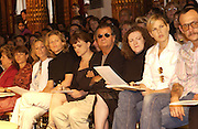 front row including Patrick Demachelier. Yves St. Laurent couture show. Intercontinental. Paris. 11 July 2001. © Copyright Photograph by Dafydd Jones 66 Stockwell Park Rd. London SW9 0DA Tel 020 7733 0108 www.dafjones.com