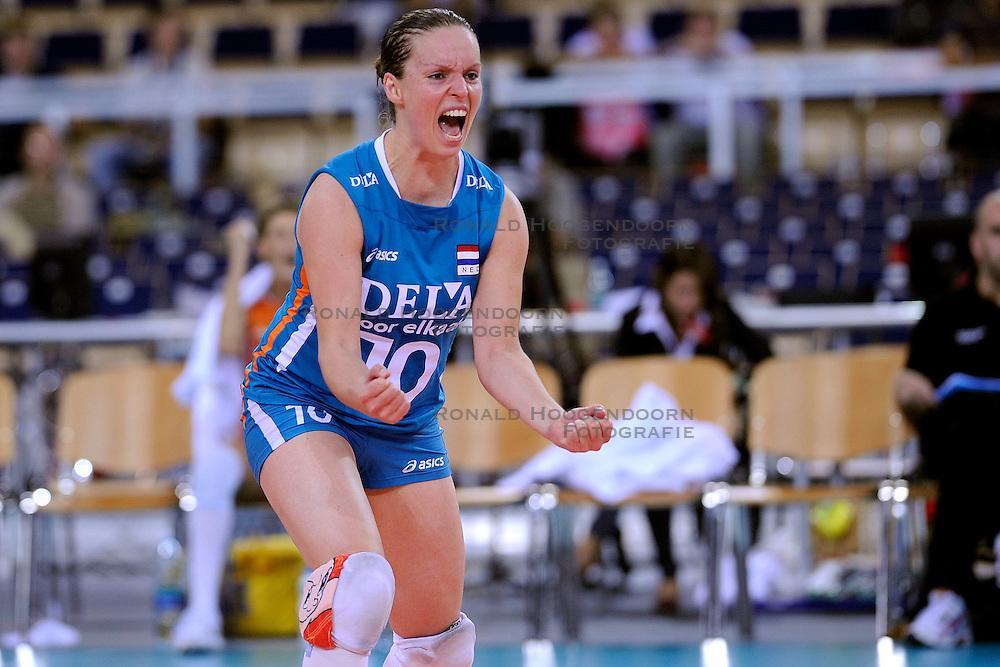 30-09-2009 VOLLEYBAL: EUROPEES KAMPIOENSCHAP NEDERLAND - BELGIE: LODZ<br /> Nederland is groepswinnaar en wint opnieuw. Belgie wordt met 3-0 verslagen /  Janneke van Tienen<br /> &copy;2009-WWW.FOTOHOOGENDOORN.NL