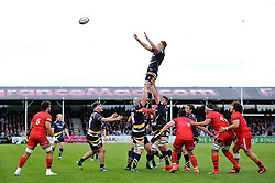 GJ van Velze of Worcester Warriors rises high to win lineout ball - Photo mandatory by-line: Patrick Khachfe/JMP - Mobile: 07966 386802 27/05/2015 - SPORT - RUGBY UNION - Worcester - Sixways Stadium - Worcester Warriors v Bristol Rugby - Greene King IPA Championship Play-off Final (Second leg)
